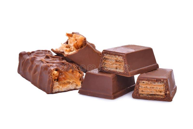 Cioccolato del wafer e del caramello isolato su bianco fotografia stock libera da diritti