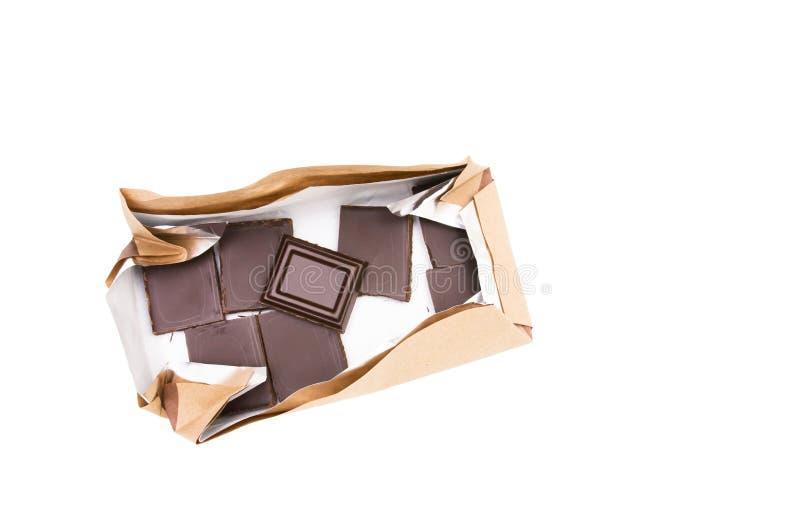 Cioccolato fondente in pacchetto isolato su fondo bianco, vista superiore immagine stock libera da diritti