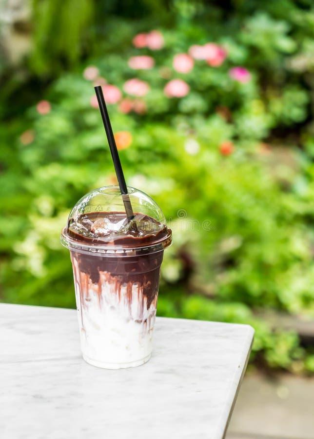 Cioccolato ghiacciato con latte fotografie stock libere da diritti