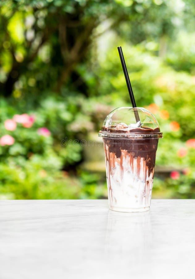 Cioccolato ghiacciato con latte fotografia stock