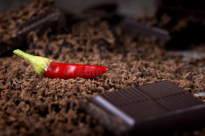 Cioccolato grattato con peperoncino rosso immagine stock