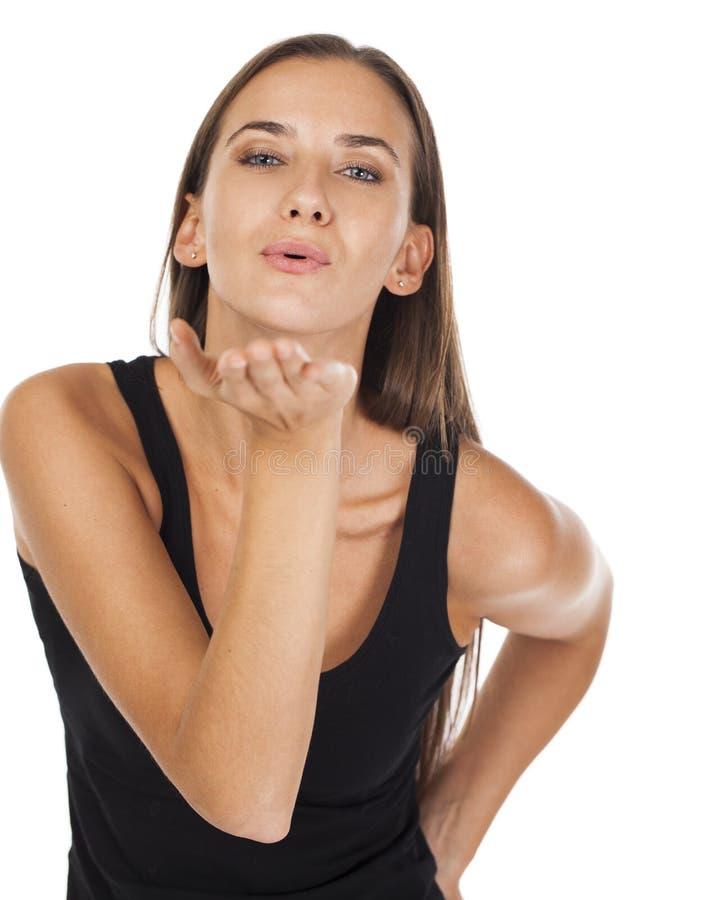 Ciosu buziak, młoda caucasian brunetki kobieta obrazy stock