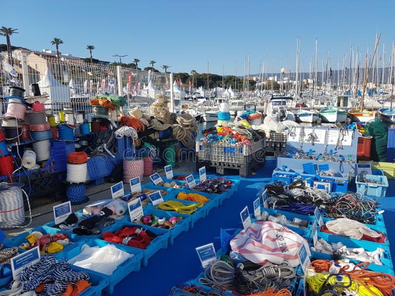 Ciotat, Γαλλία - 03 29 2017: Η πώληση ψαξίματος γιοτ ιστιοπλοϊκές βάρκες παρουσιάζει στοκ φωτογραφίες με δικαίωμα ελεύθερης χρήσης