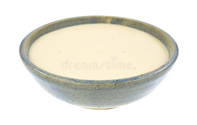 Ciotola ceramica della minestra del formaggio tre fotografia stock libera da diritti