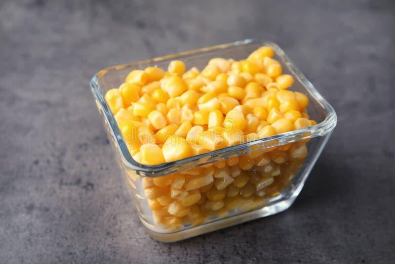 Ciotola con i noccioli di cereale immagini stock libere da diritti