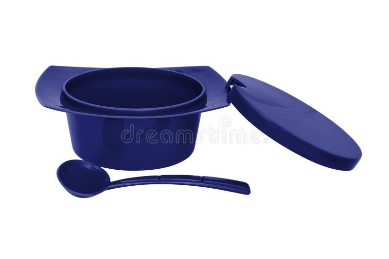 Ciotola dello zucchero pastoso di colore di Blie con il cucchiaio su fondo bianco immagini stock