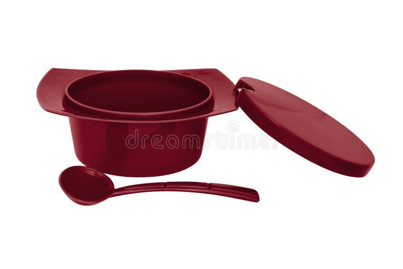 Ciotola dello zucchero pastoso di colore rosso con il cucchiaio su fondo bianco illustrazione di stock
