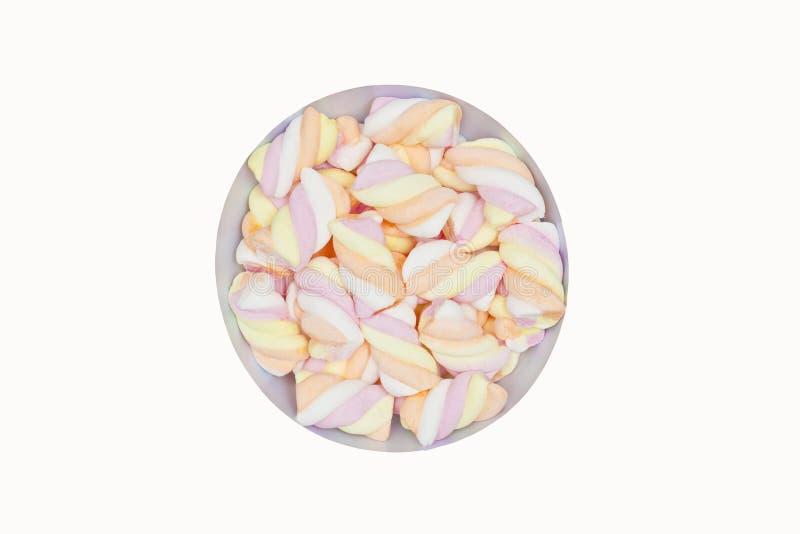 Ciotola di caramelle gommosa e molle zuccherate dolci lanuginose dei colori differenti dentro fotografia stock