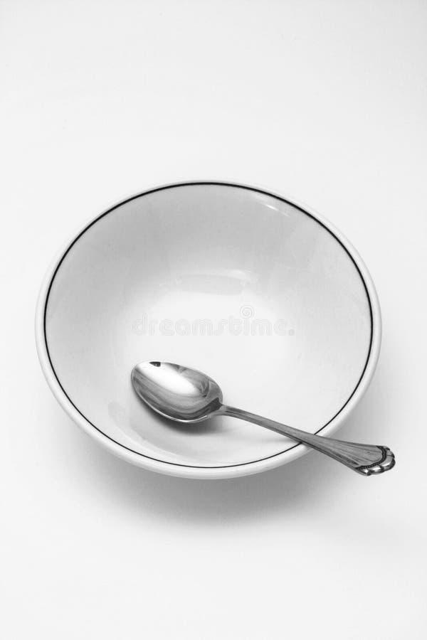 Ciotola di cereale e del cucchiaio vuota fotografie stock