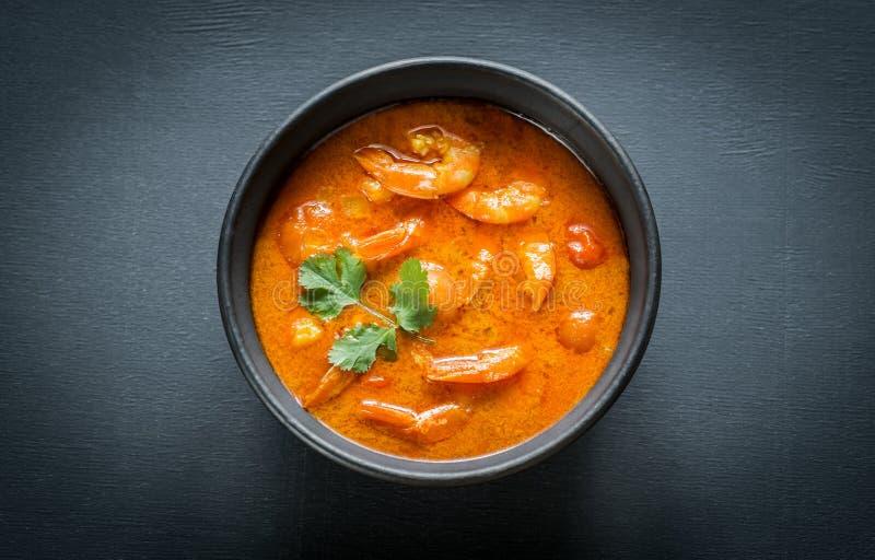 Ciotola di curry giallo tailandese con frutti di mare immagine stock libera da diritti
