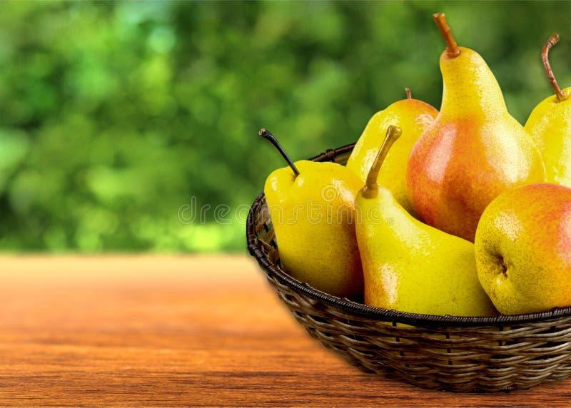 Ciotola di frutta della pera immagini stock libere da diritti