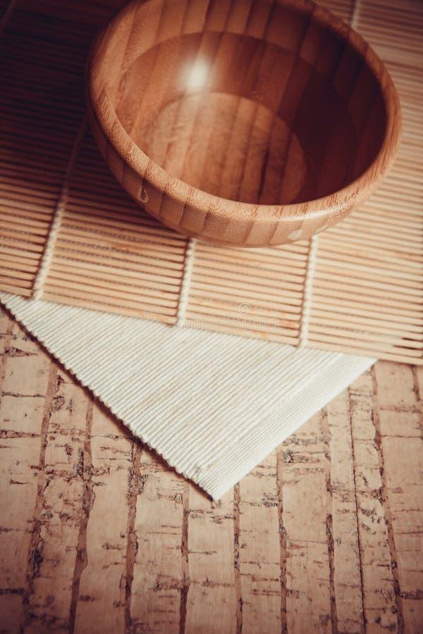 Ciotola di legno per la stazione termale fotografia stock