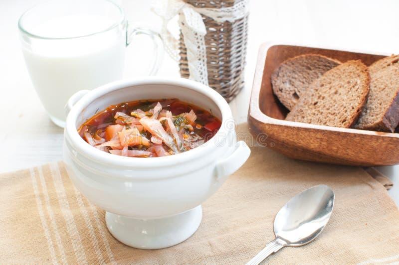 Ciotola di minestra del pomodoro del cavolo fotografia stock
