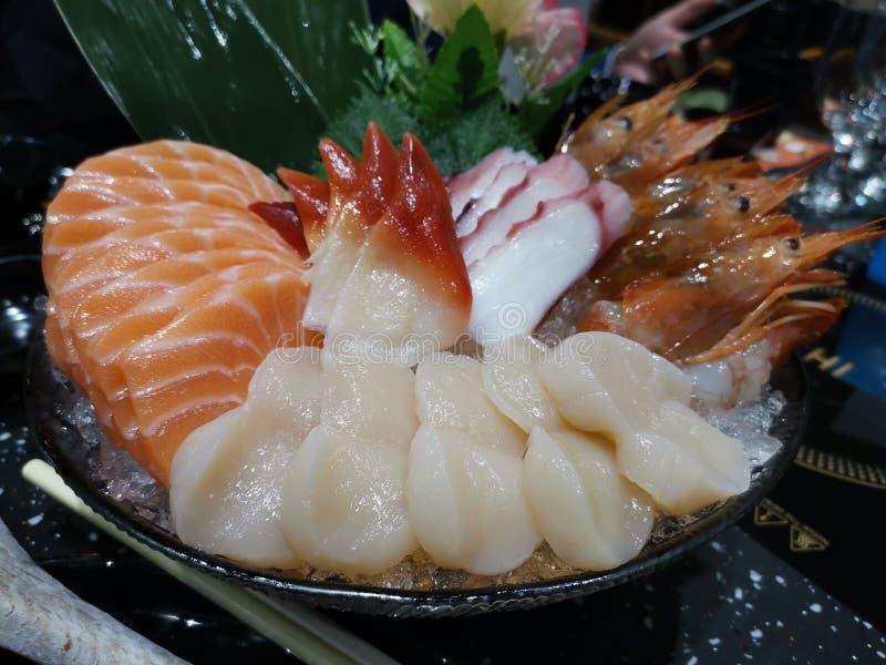 Ciotola di pettini, salmone, gamberetto, polipo di Sashima fotografia stock libera da diritti