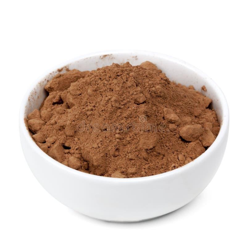 Ciotola di polvere di cacao isolata con il percorso fotografie stock