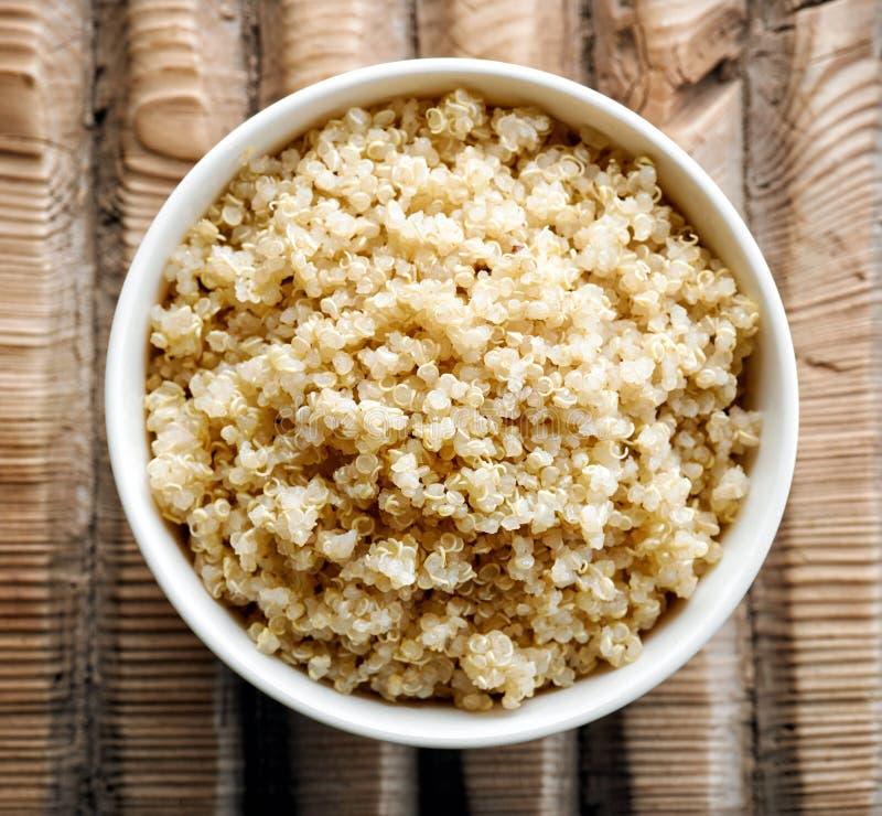 Ciotola di quinoa bollita fotografie stock libere da diritti