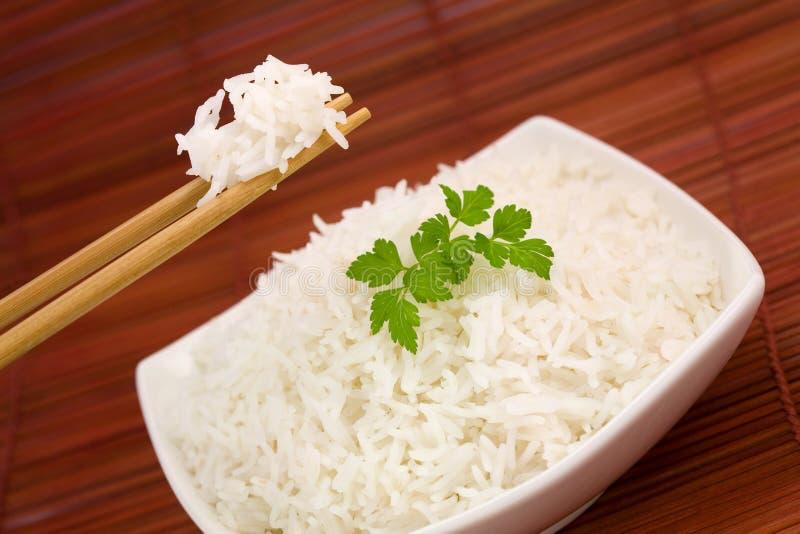 Ciotola di riso sulla stuoia fotografie stock libere da diritti