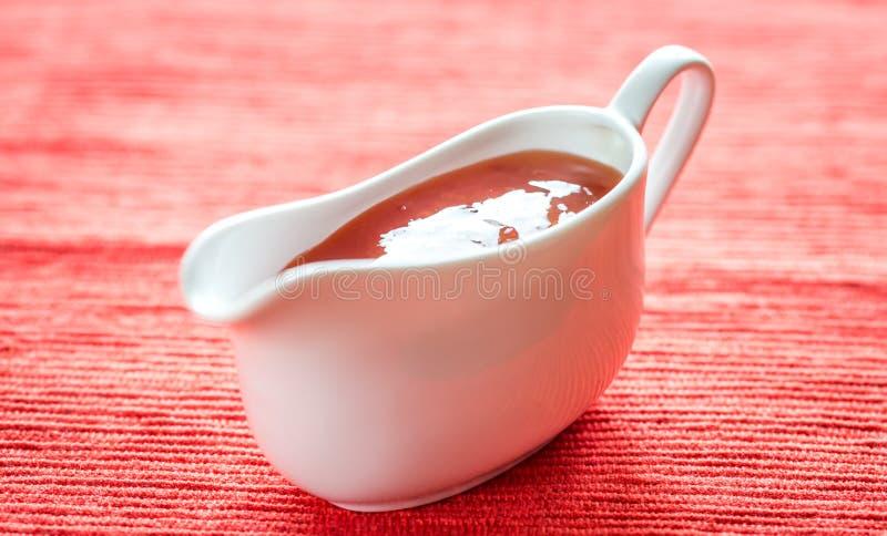 Ciotola di salsa di peperoncino rosso dolce tailandese fotografia stock