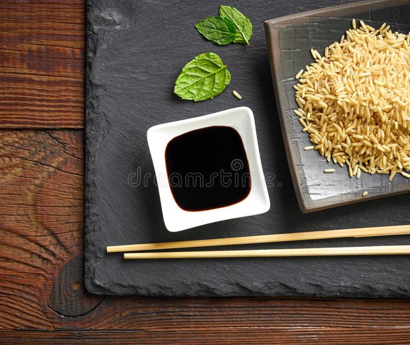 Ciotola di salsa di soia fotografia stock libera da diritti