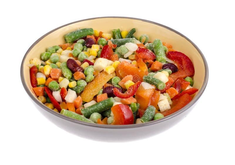 Ciotola di verdure congelate miscela per la cottura dei piatti vegetariani, concetto sano di cibo immagini stock libere da diritti
