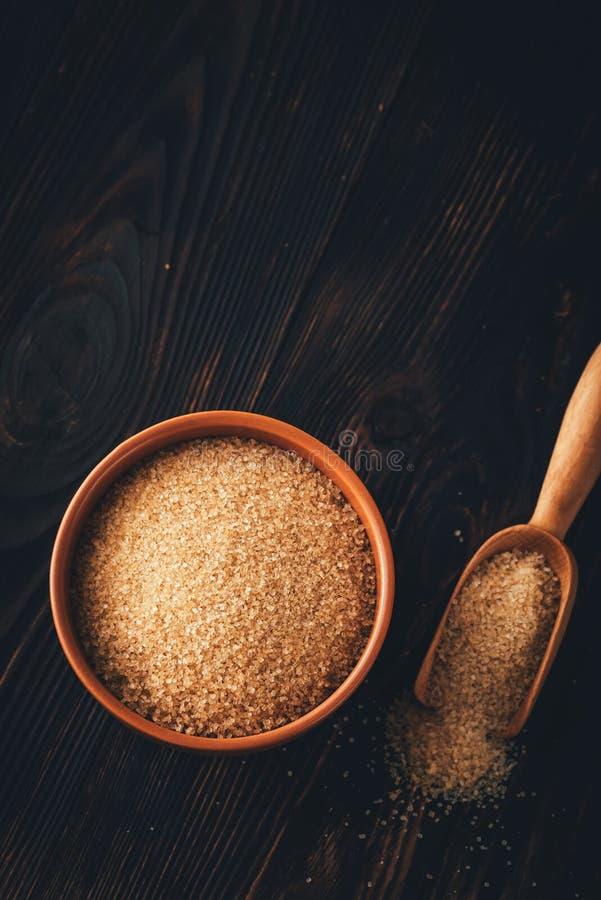 Ciotola di zucchero marrone immagini stock