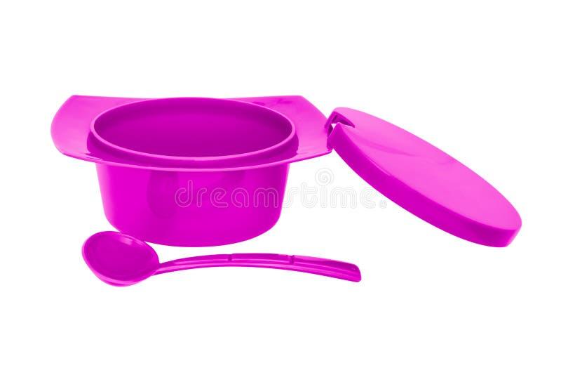 Ciotola rosa dello zucchero pastoso di colore con il cucchiaio su fondo bianco fotografie stock libere da diritti