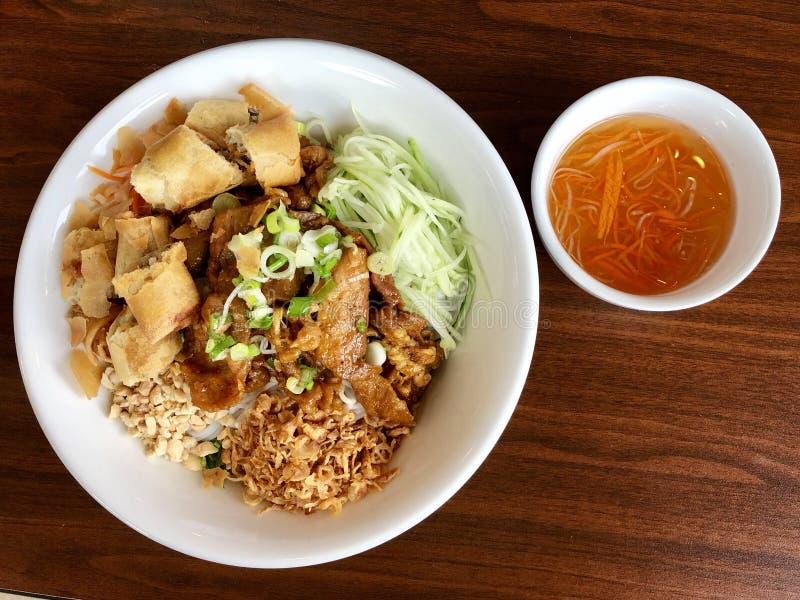 Ciotola vietnamita della tagliatella di riso del piatto fotografie stock libere da diritti