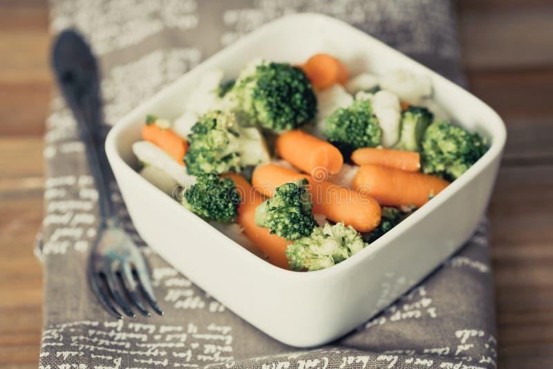 Ciotole di verdure di varietà immagine stock
