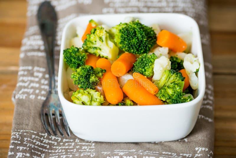 Ciotole di verdure di varietà fotografie stock