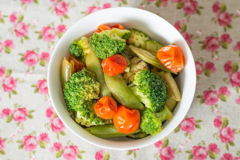 Ciotole di verdure di varietà fotografie stock libere da diritti