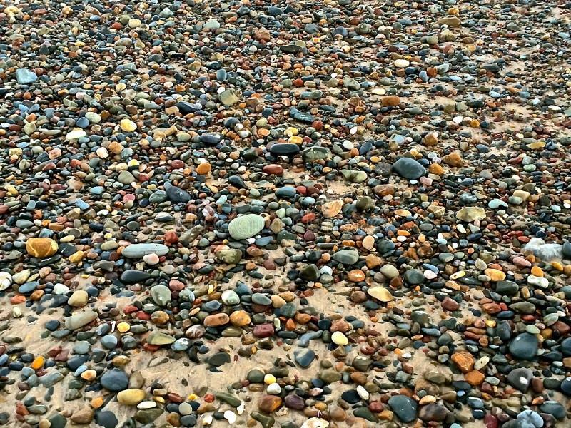 Ciottoli colorati della spiaggia fotografia stock libera da diritti