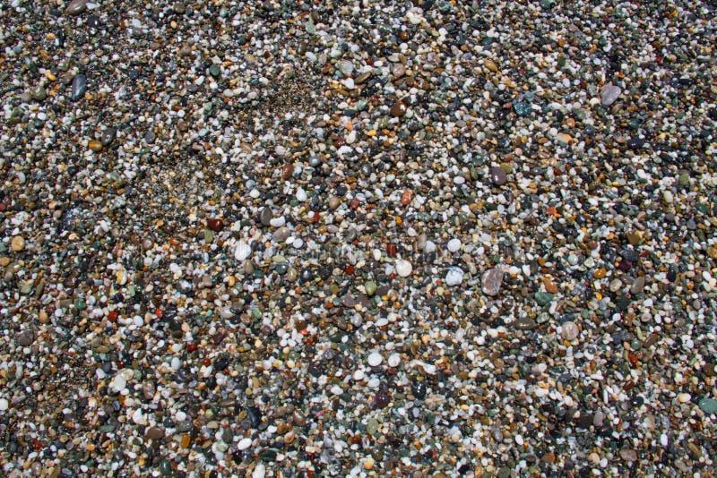 Ciottoli su una spiaggia dell'assicella immagini stock