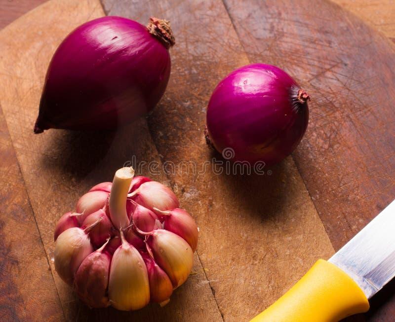 Cipolle rosse ed aglio fotografia stock