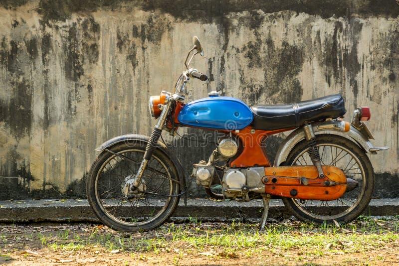 Circa buntem Motorrad des Klassikers mittlere 1960 und Weinlese Hondas von Japan stockfoto