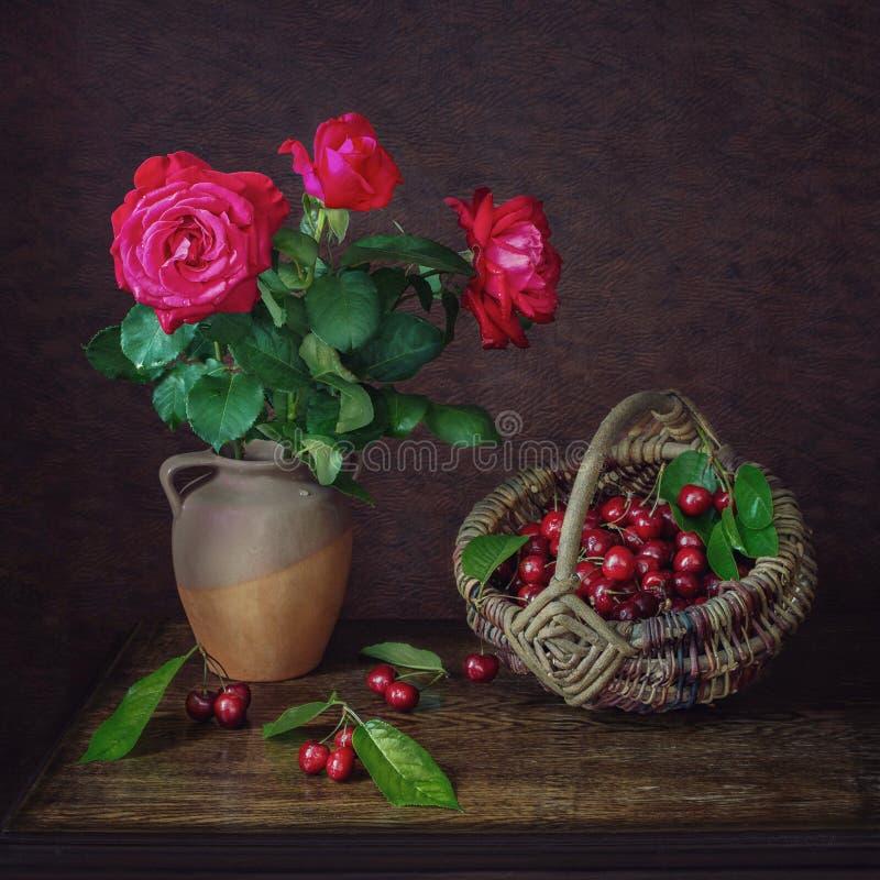 Download Circa le rose e le ciliege fotografia stock. Immagine di fiori - 56887610