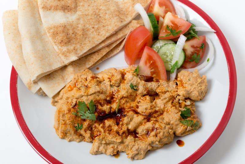 Circassian Huhn mit dem Salat und Brot gesehen von oben lizenzfreie stockfotografie