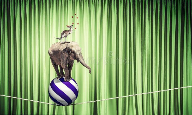 Circo en ciudad stock de ilustración