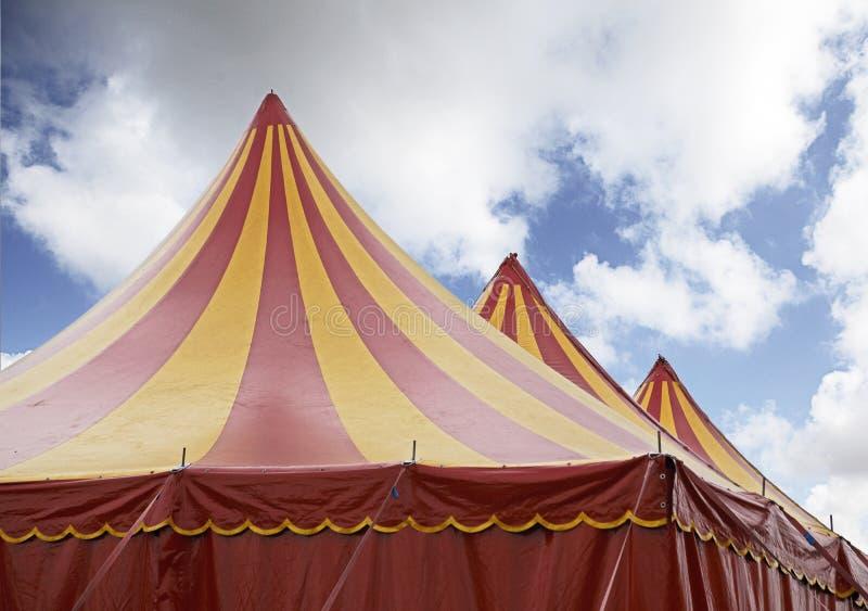 Circo rojo y amarillo fotografía de archivo