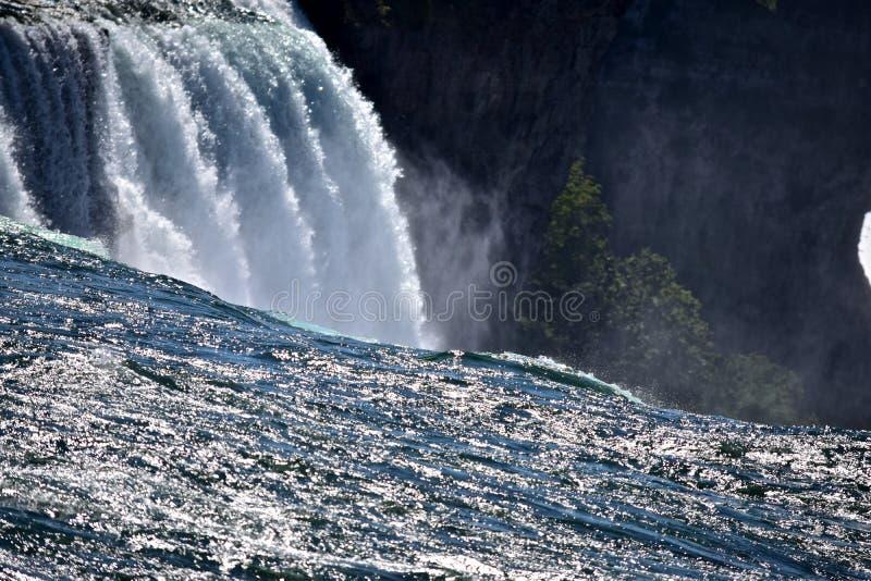 Circondi in acqua al parco di stato di cascate del Niagara immagine stock