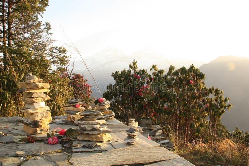 Circuit d'Annapurna - pierres de trekking image stock