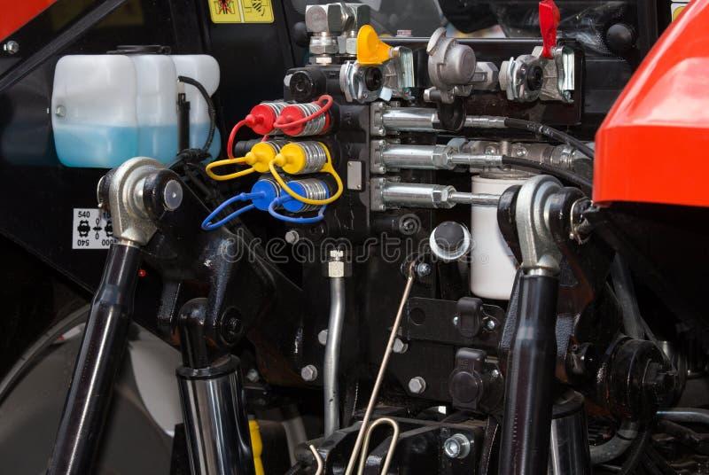 Circuit hydraulique dans le tracteur photographie stock libre de droits