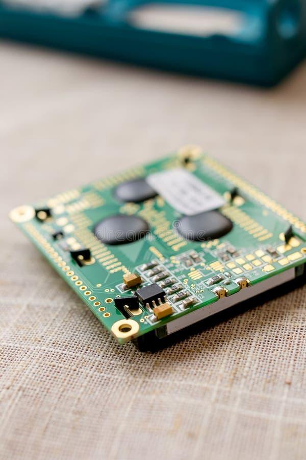 Circuitboard com microchip dos resistores e componentes eletrônicos do smd foto de stock royalty free