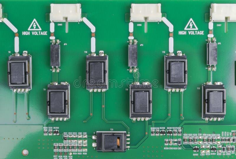 Circuitboard com resistores, microchip e componentes eletrônicos Tecnologia de material informático eletrônica Communicati integr fotografia de stock royalty free