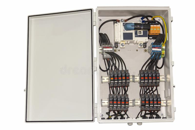 Circuito de controle elétrico na caixa para industrial isolada no fundo branco foto de stock
