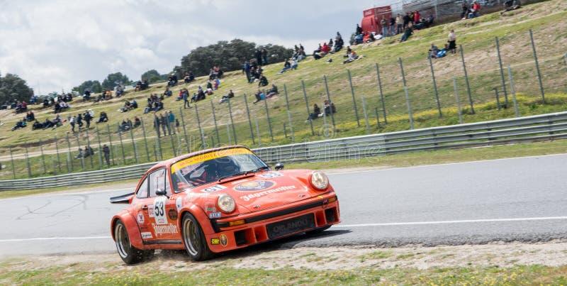 Circuito de Jarama, Madri, Espanha; 3 de abril de 2016: Porsche 934 que compete em uma raça de carros clássica foto de stock royalty free