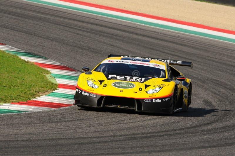 Circuito de Mugello, Itália - 6 de outubro de 2017: Lamborghini Huracan de Petri Corse Motorsport Team conduzido por Baruch Bar - foto de stock