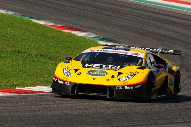 Circuito de Mugello, Itália - 6 de outubro de 2017: Lamborghini Huracan de Petri Corse Motorsport Team conduzido por Baruch Bar - imagem de stock