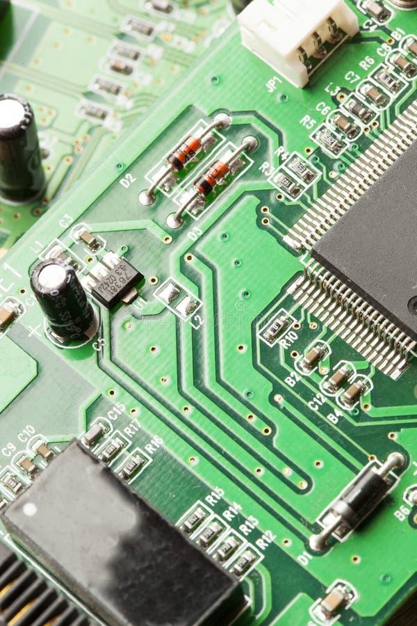 Download Circuito Elettrico Verde Con I Microchip Ed I Transistor Fotografia Stock - Immagine di apparecchiatura, rete: 30826412