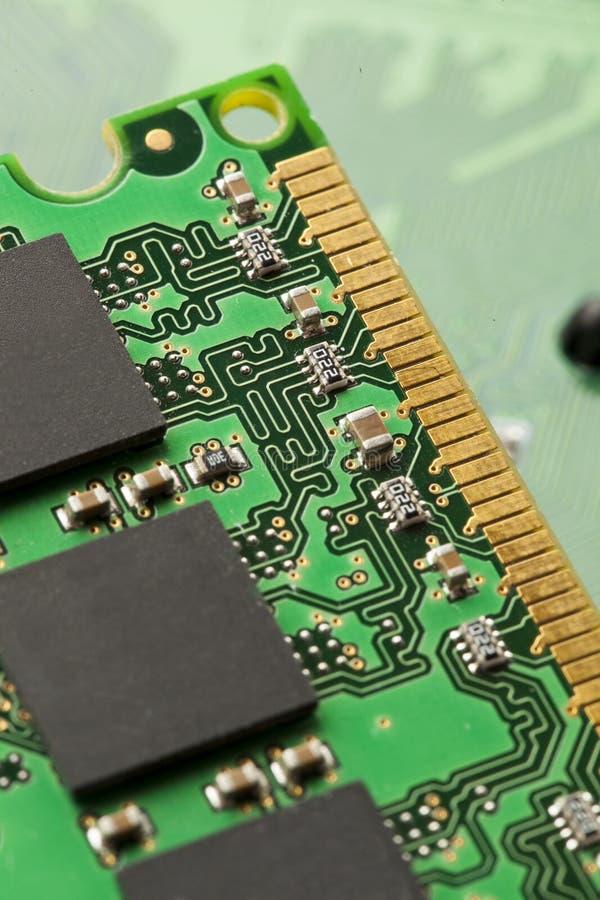 Download Circuito Elettrico Verde Con I Microchip Ed I Transistor Fotografia Stock - Immagine di colleghi, processor: 30826462
