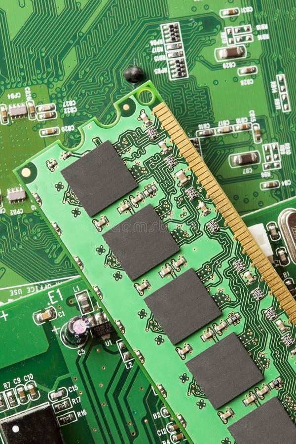 Download Circuito Elettrico Verde Con I Microchip Ed I Transistor Fotografia Stock - Immagine di microchip, comunicazione: 30826490